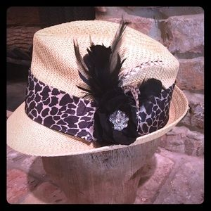 Accessories - Super cute straw fedora with feather detail